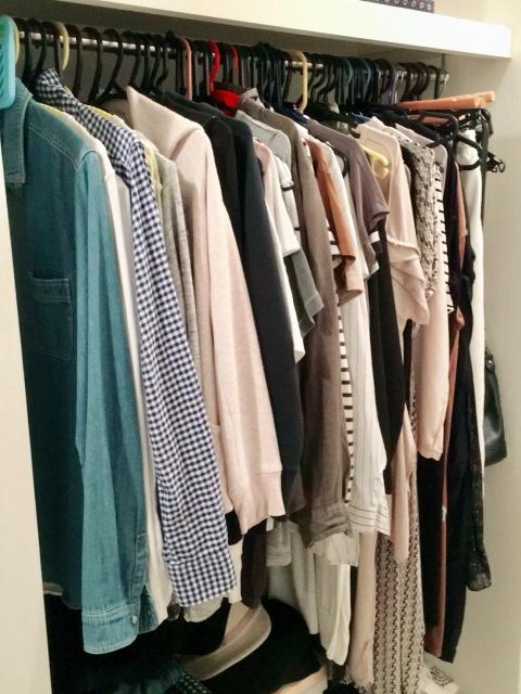 服の断捨離ができない!処分の基準や方法は?捨てるものと残すものを選ぶコツは?
