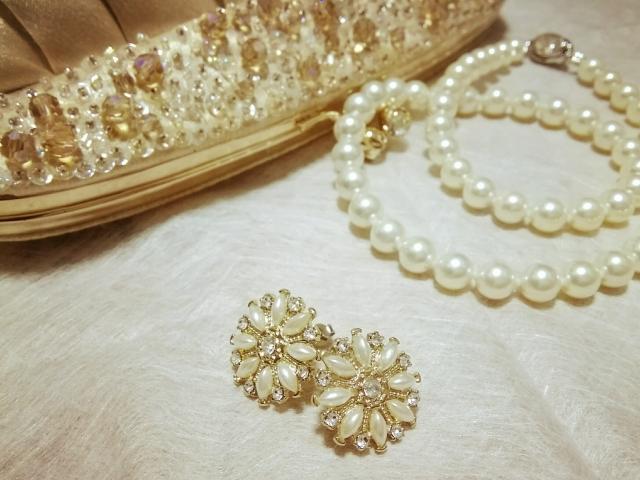 結婚式と入学式で兼用できるバッグ選び方!色は?革は?マナーや素材について!