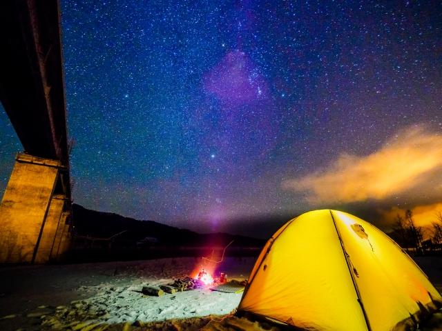 サンシェードテントで宿泊キャンプするなら?ワンタッチやポップアップ選ぶなら?