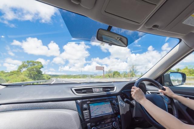 車の運転席の暑さ対策!窓やダッシュボードやハンドルが熱いときの対処法は?