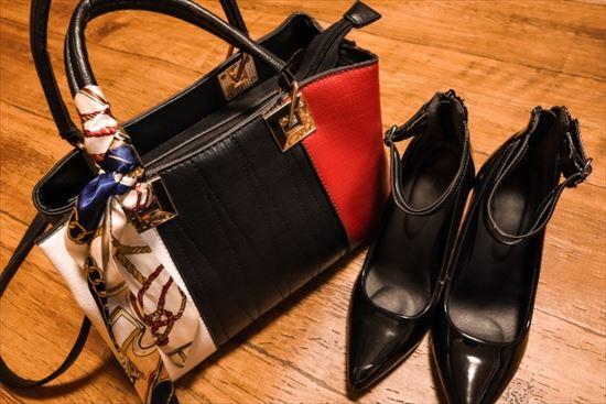 パンプス選び方まとめ!靴擦れしないためには?黒色なら?素材など