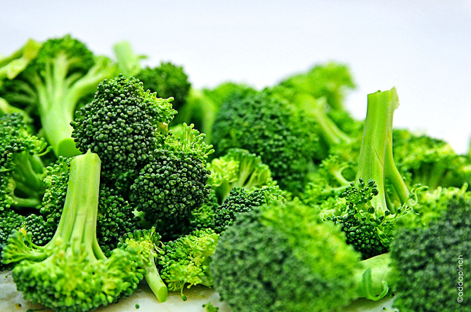 broccoli DSC 1445 - BROCCOLI CROWN FRESH (click image to view)