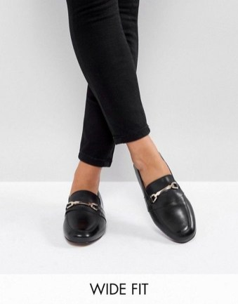 Classy Business Women Outfits Ideas With Flat Shoes07