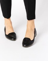 Classy Business Women Outfits Ideas With Flat Shoes22