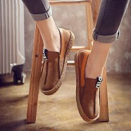 Classy Business Women Outfits Ideas With Flat Shoes39