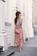 Modest But Classy Skirt Outfits Ideas Suitable For Fall02