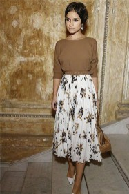 Modest But Classy Skirt Outfits Ideas Suitable For Fall11