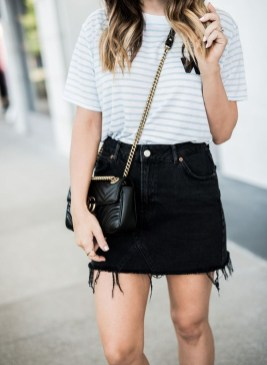 Modest But Classy Skirt Outfits Ideas Suitable For Fall30