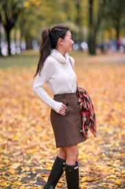Modest But Classy Skirt Outfits Ideas Suitable For Fall36