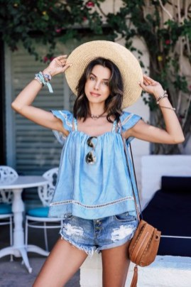 Charming Summer Outfits Ideas To Copy Right Now16