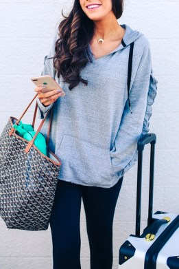 Classic And Casual Airport Outfit Ideas24