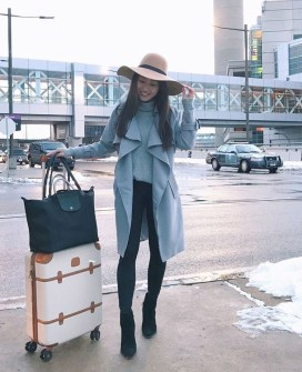 Classic And Casual Airport Outfit Ideas34