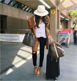 Classic And Casual Airport Outfit Ideas36