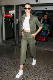 Classic And Casual Airport Outfit Ideas38