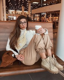 Classic And Casual Airport Outfit Ideas40