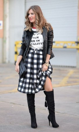Adorable Winter Outfits Ideas Boots Skirts25