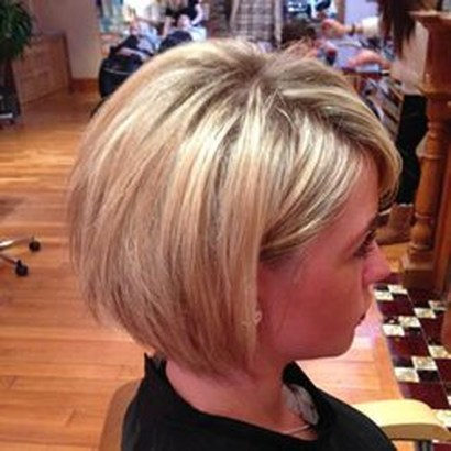 Charming Graduate Bob Haircut Ideas11