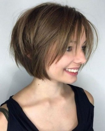 Charming Graduate Bob Haircut Ideas30