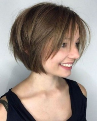 Charming Graduate Bob Haircut Ideas30
