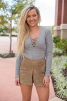 Charming Winter Outfits Ideas High Waisted Shorts22