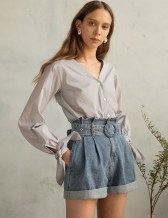 Charming Winter Outfits Ideas High Waisted Shorts36