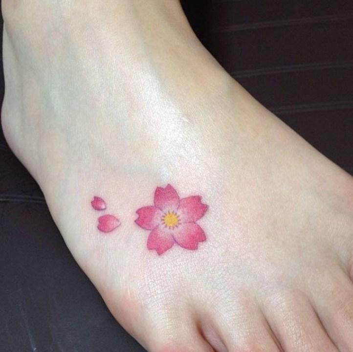 Lovely Foot Tattoo Ideas For Girls21