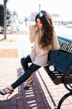 Popular Winter Outfits Ideas Leather Leggings18