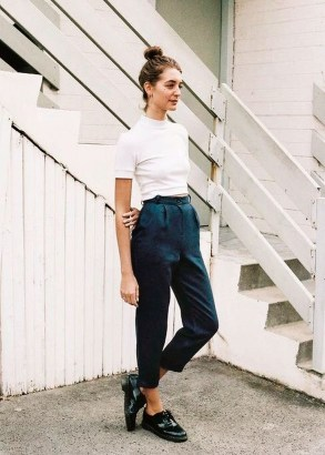 Pretty Winter Outfits Ideas High Waisted Pants35