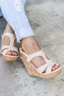 Stunning Spring Outfit Ideas With Wedges23