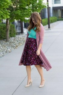 Wonderful Midi Skirt Outfit Ideas For Spring And Summer 201837