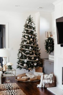 Affordable Winter Christmas Decorations Ideas21