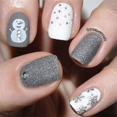 Astonishing Christmas Nail Design Ideas For Pretty Women24