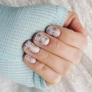 Astonishing Christmas Nail Design Ideas For Pretty Women42