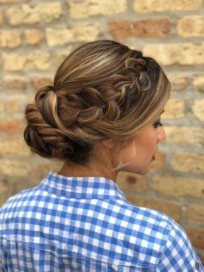 Casual Christmas Updos Ideas39