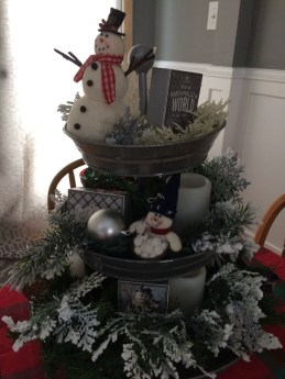 Casual Winter Themed Christmas Decorations Ideas35