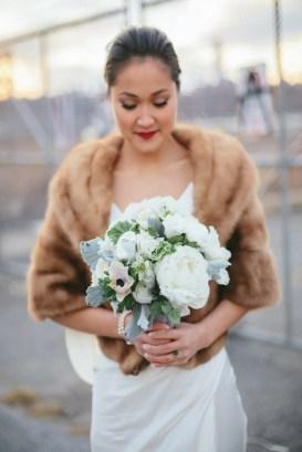 Casual Winter White Bouquet Ideas06