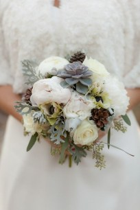 Casual Winter White Bouquet Ideas13