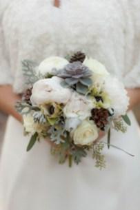Casual Winter White Bouquet Ideas13