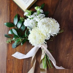 Casual Winter White Bouquet Ideas20