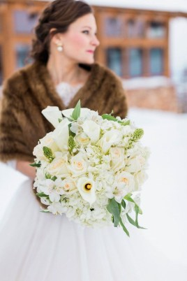 Casual Winter White Bouquet Ideas24