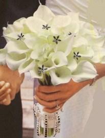 Casual Winter White Bouquet Ideas28