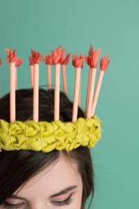 Charming Diy Winter Crown Holiday Party Ideas12
