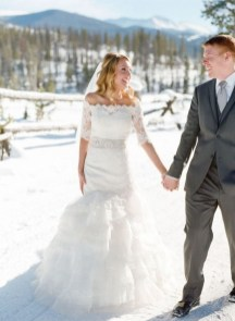 Fabulous Winter Wonderland Wedding Dresses Ideas07