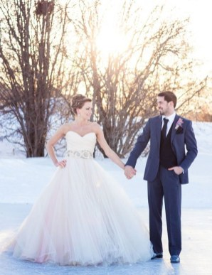 Fabulous Winter Wonderland Wedding Dresses Ideas08