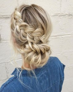 Latest Winter Hairstyle Ideas37