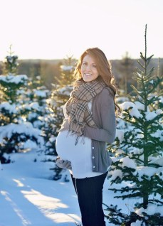 Lovely Maternity Winter Outfits Ideas19