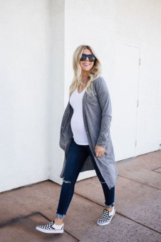Lovely Maternity Winter Outfits Ideas32