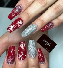 Modern Christmas Nails Ideas05