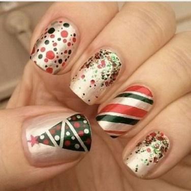 Modern Christmas Nails Ideas09