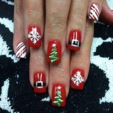 Modern Christmas Nails Ideas16